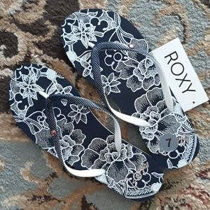 *Host Pick*Roxy adorable flip flop sandals